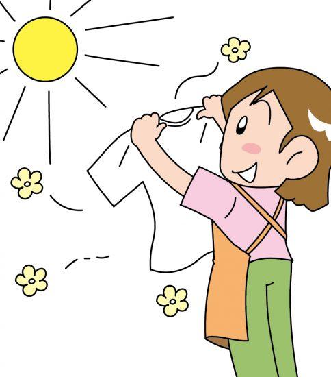 洗濯物をお日様にあてる女性