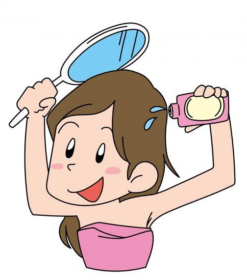 育毛剤をつける女性