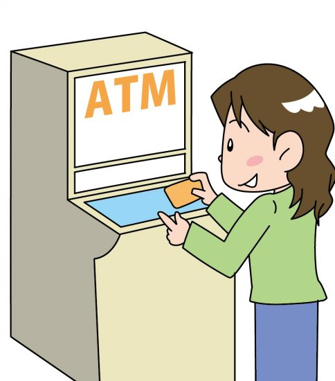 ATMを使う女性