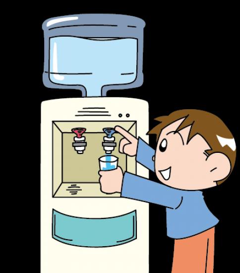 水を注ぐ男の子