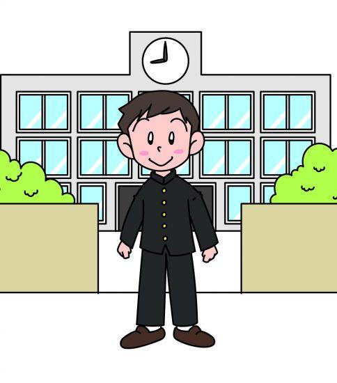 校門の前に立つ男子