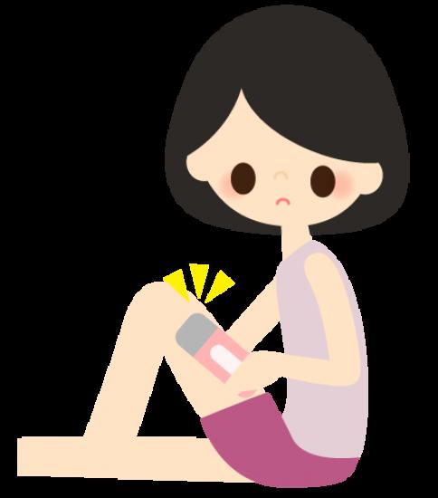 自分で足の脱毛をする女性